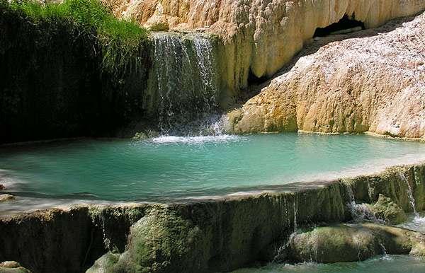 Acqua termale naturale